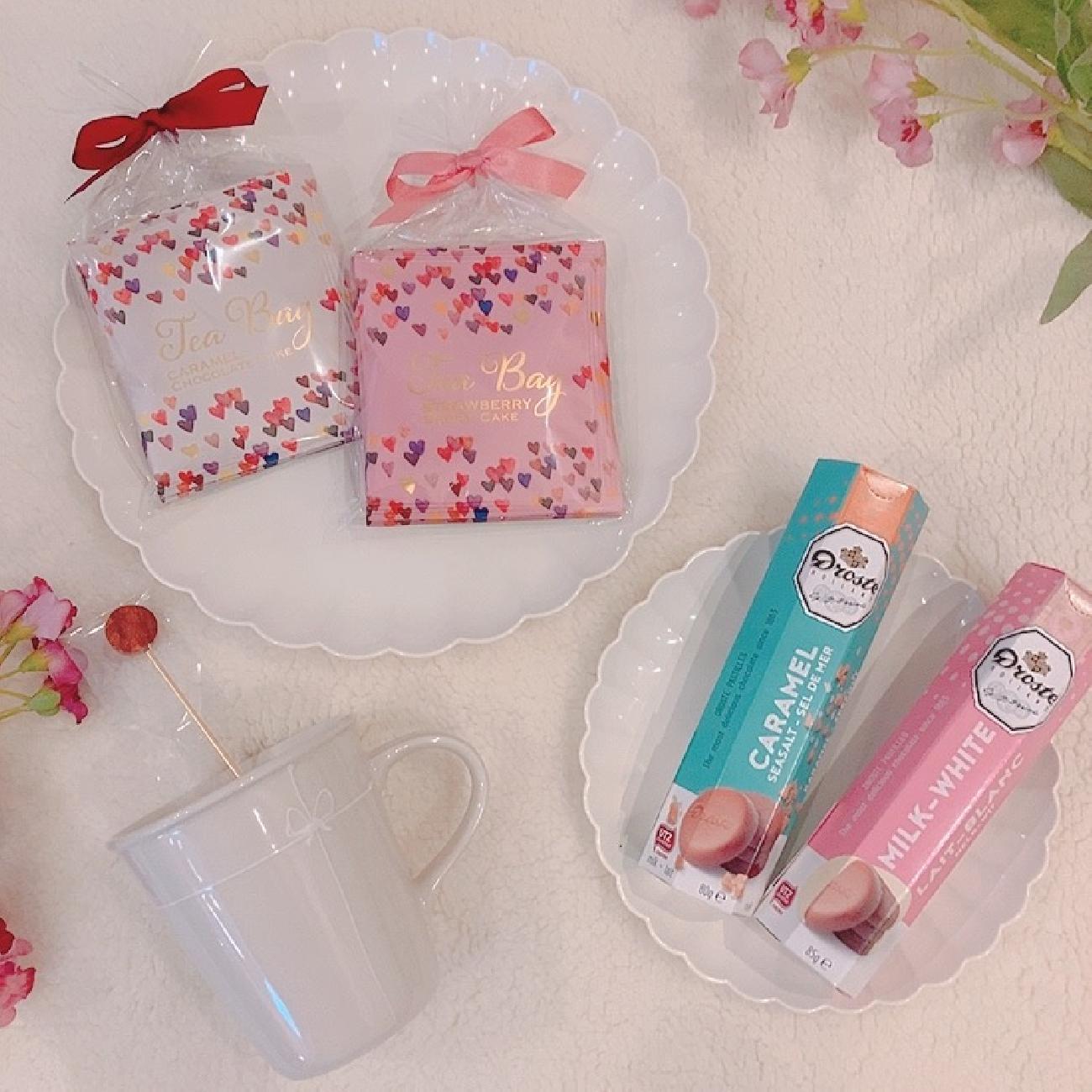 お皿/食器/お菓子/紅茶/チョコレート/キャンディー/飴/可愛い/リラックス/リフレッシュ/至福の時間/甘いもの/プレゼント/ギフト/贈り物